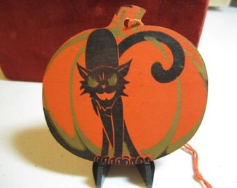 Vintage 1920's unused die cut Dennison Halloween themed bridge tally orange pumpkin with scary black cat gold gilded unused