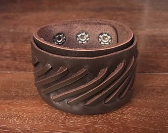 Medieval intertwine Leather Cuff Bracelet // interlace // dark brown // classic // black // braid // interlace // intertwind