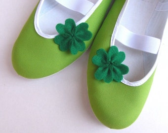 four leaf clover / ballet flats green shoes woman bride fashion luck vegetarian gift lucky comfortable fashion vegan happy clips grass