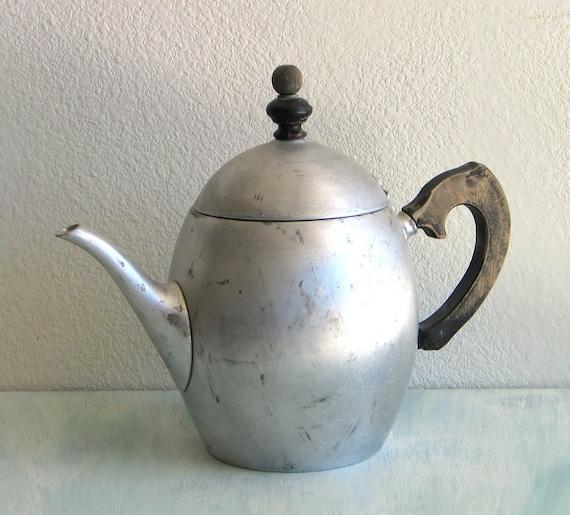 Tea Pot - Vintage Landers Frary & Clark - Universal Tea Ball Teapot