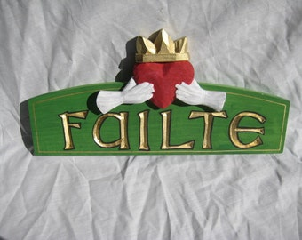 Failte Sign with Claddah**