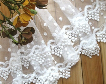 SALE Retro Lace Trim in White Flower Floral Scallop Lace Net Fabric Cloth TRIM 10 Inches