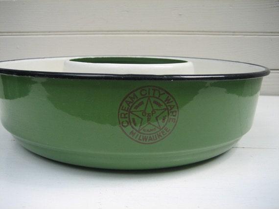Jadeite Green Cake Bundt Enamel Mold Cream City Ware Graniteware