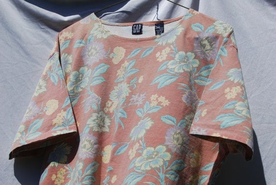 Vinage Floral Tshirt - Oversize Slouchy Fit- Box Top GAP - Peach and Pastels - Medium Size