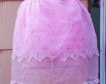 Vintage 1950s Apron/ Pink/ White Voile/ Sheer/ Rockabilly/ Housewife