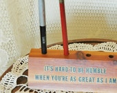 Cedar Pen Pencil Holder Souvenir Its HARD To Be HUMBLE When Youre as GREAT As I Am