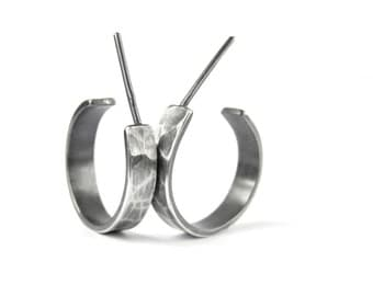 Sterilng silver hoop earrings. Textured and oxidized silver hoops. Unisex.