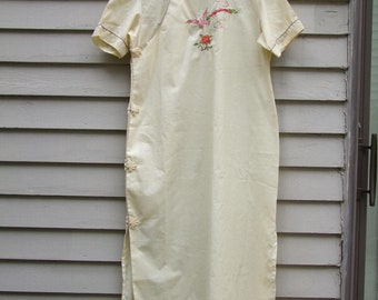 Vintage hand embroidered Asian style long Nightgown ala 1980s