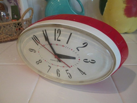 1950s Red Kitchen Clock Retro Oval Works Good Clean Condition