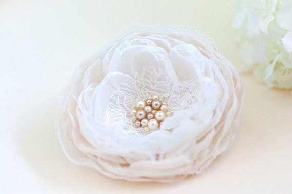 Ivory Bridal Hair Flower, Wedding Hair Accessory, Antique Ivory, Light Cream, Vintage Style Flower with Lace and Pearls, Wedding Hair Piece