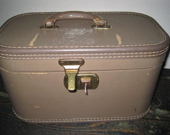 Vintage Train / Travel Case Carry On