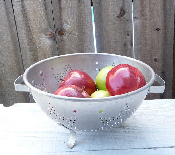 RESERVED FOR SABRINA // Vintage Aluminum Kitchen Colander with Stars