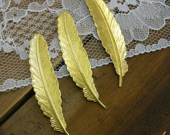 Small Feather Charms, Gold, Brass Feather No Hole, Vintage Jewelry Supplies Smaller  (BD059)