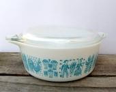 Pyrex Butterprint Cinderella White and Aqua Baking Dish with Lid 1.5 pint