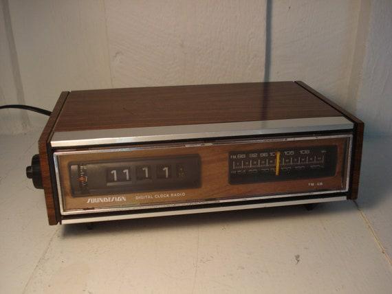 Vintage Soundesign Clock Radio