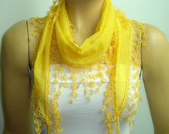 YELLOW scarf with lace fringed edge
