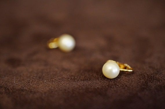 Simulated Pearl Clip-On Earrings From Trifari in the 60's with Crown over Trifari 4502