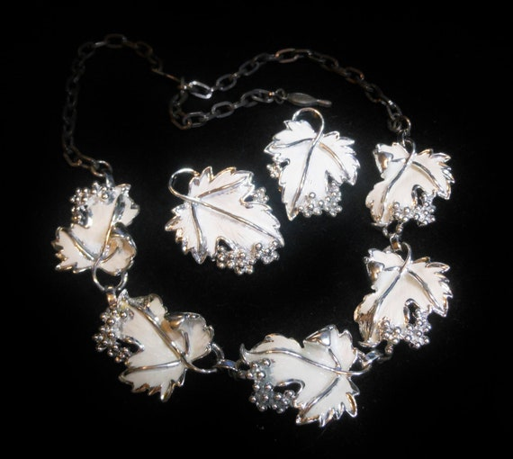 Sarah Coventry wedding white enamel choker and earrings 1960s Whispering Leaves with adjustable clasp
