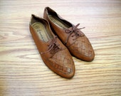 womens / brown woven leather lace-up shoes / size 8W