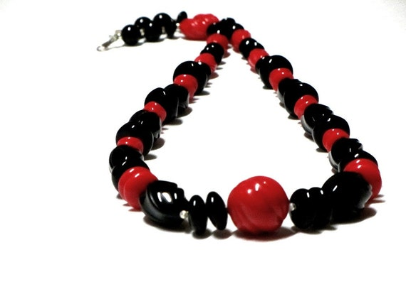 Vintage Red and Black Mod Lucite Necklace, Molded Twist Beads, Retro Necklace