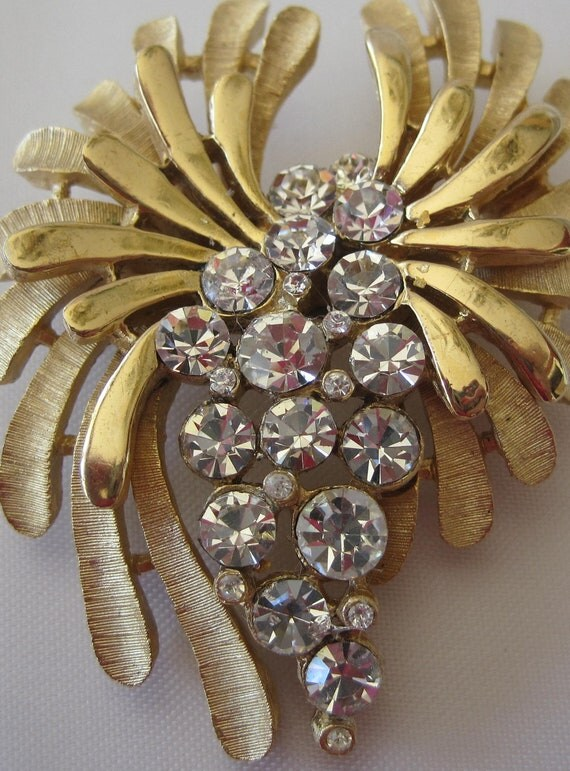 Crown Trifari Sparkling Rhinestone Brooch
