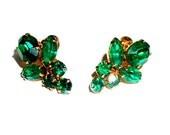 Emerald Green Prong set Rhinestone Screw Back Vintage Earrings signed Coro