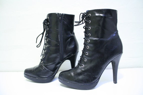 SALE AMAZING 80s Lace Up Faux Leather Ankle Boots