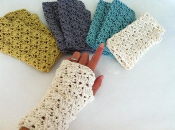 Crochet Shells Fingerless Gloves, Crochet wrist warmer fingerless gloves, Lace fingerless gloves