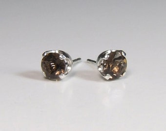 Quartz (Smoky Brown Quartz), 5mm x 0.46 Carat, Round Cut, Sterling Silver Post Earrings