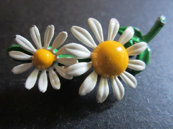 Vintage 1970s Enamel Daisy Pin -  Two White Flowers with Yellow Centers- Retro Style - Flower Child Accessory - Womens Vintage Jewelry