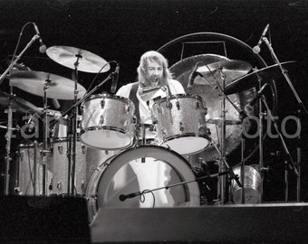 Fleetwood Mac (drummer Mick Fleetwood) 8X12 - 1977 Photo                   Image registered at the United States Copyright Office