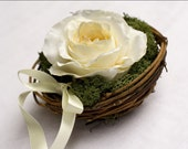 Ring bearer - Nest and rose flower (white & ivory)