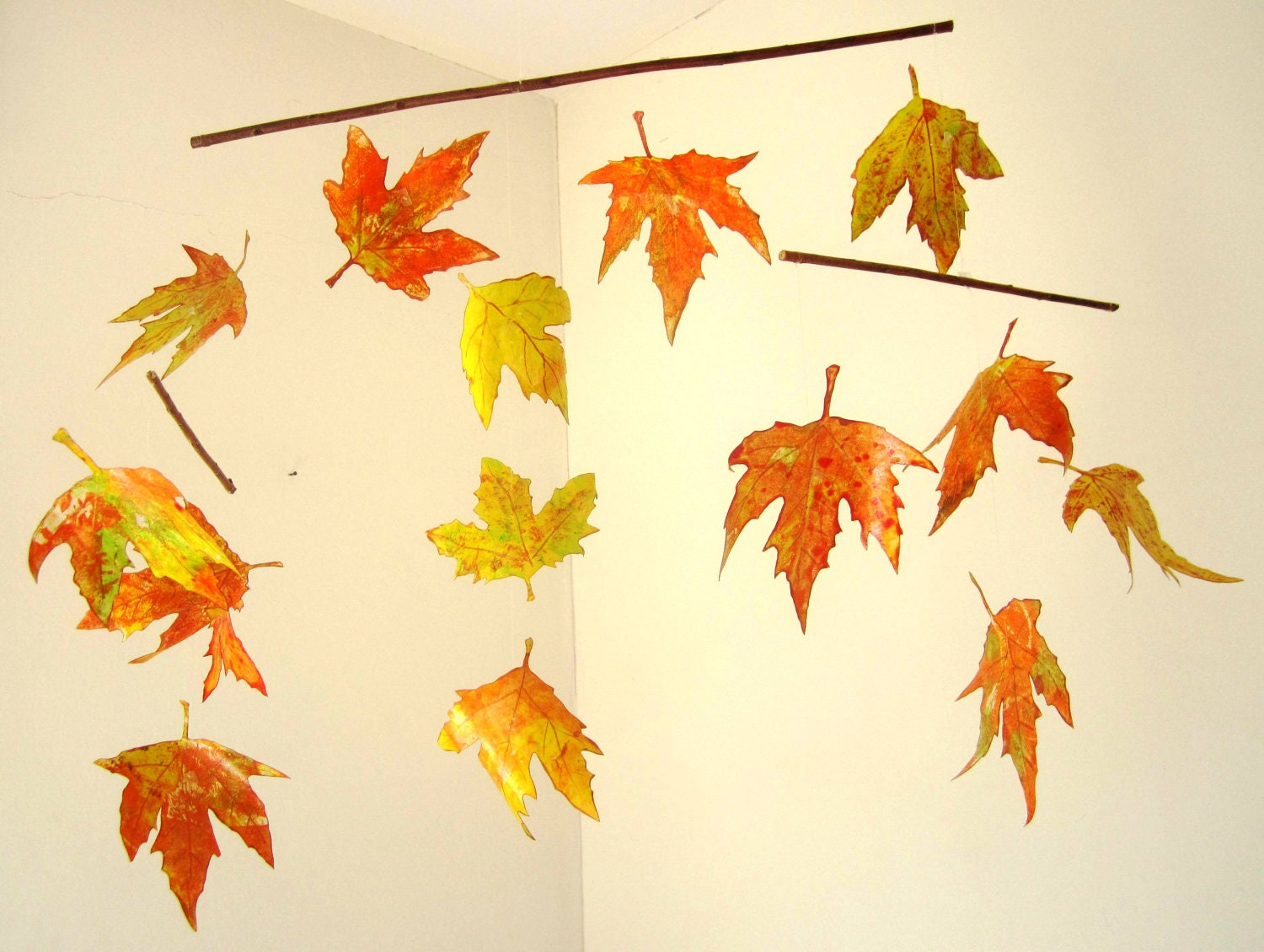 Mobile autumn leaves hanging mobile nursery decoration for Autumn leaf decoration