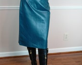 """Vintage Teal High Waisted Fitted Leather Skirt fully lined Made in USA sz 6 High Waist 28 1/2"""" Hips 38 1/2"""""""