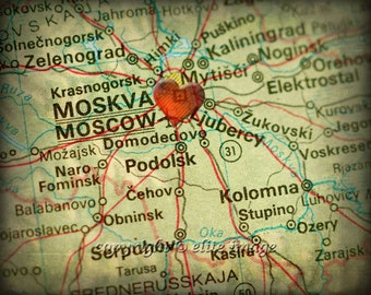 8x10 MAP of MOSCOW Russia with a Heart Shape with a Grunge Vintage Border - 8x10 Photograph
