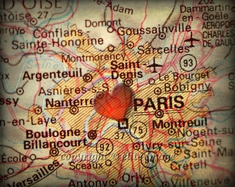 8x10 MAP of PARIS France with a Heart Shape with a Grunge Vintage Border - 8x10 Photograph
