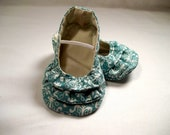 Blue & cream damask pattern baby girl shoes. Ruffle Ballerina for baby girl.