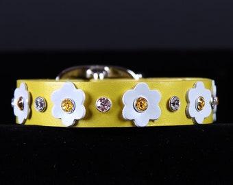 Pineapple Pearl Dog Collar w White Flowers