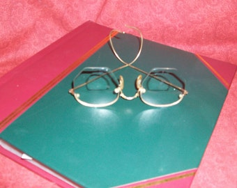 Vintage 40s Shuron 12K Gold filled wire rimmed eyeglasses Display Photo Prop Collectible