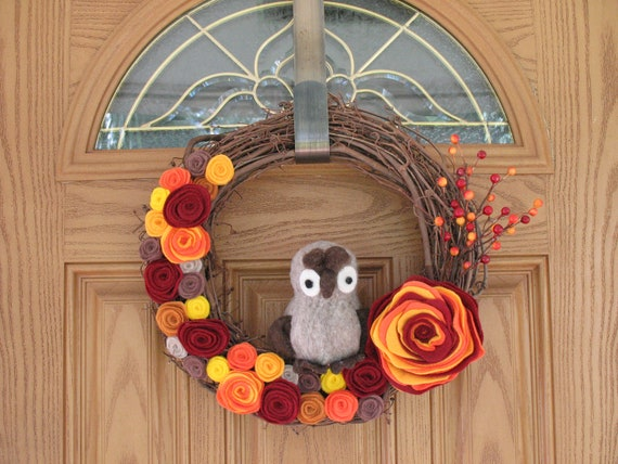 Fall Owl Wreath -- Autumn Wreath--Fall Wreath-Fall Decor- Thanksgiving Wreath-Fall Decoration--14 inch Grapevine and Felt Flower Wreath