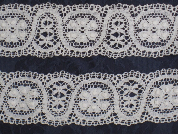 2 Yards of Ivory Bobbin Lace Trim - Gently Scalloped Edges - Antique VIntage