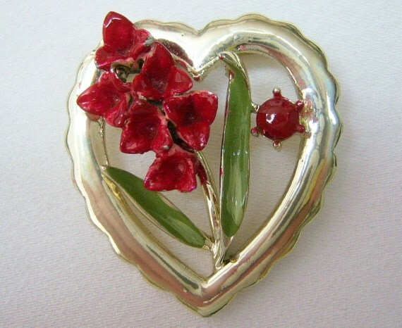 CORO Amarylis red flower heart pin
