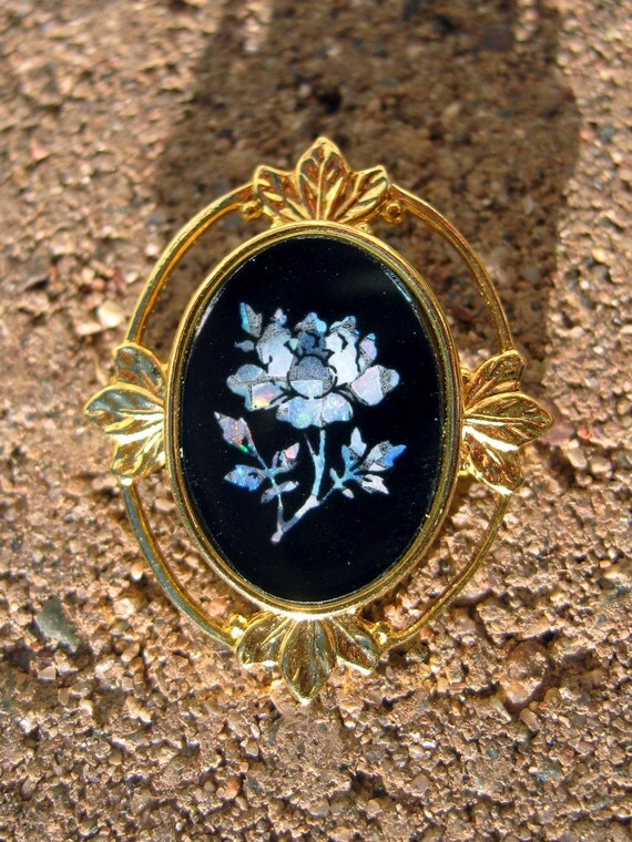 Small vintage brooch, gray rose inlay, black and gold tone
