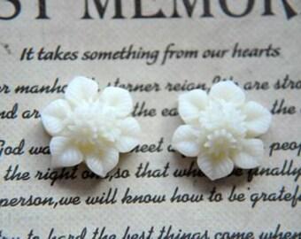 10pcs white small resin flower    Cabochons  pendant finding  RF070