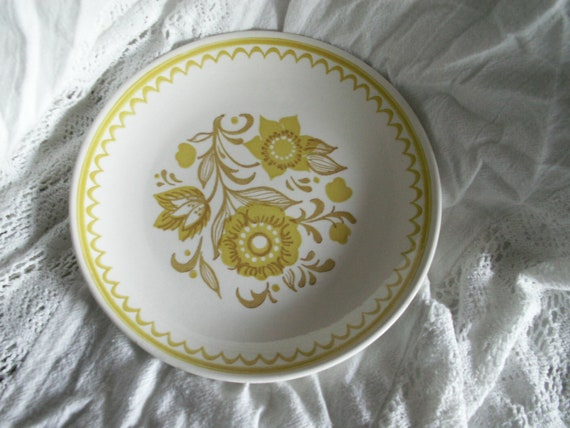Vintage Porcelain Bread Plates with Floral Decor - Made in USA - Set of 7