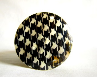 SALE - mother of pearl houndstooth print pendant 59mm - 1
