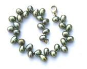 Pearl Bracelet freshwaterpearls green oliv 14 K golden lobster clasp