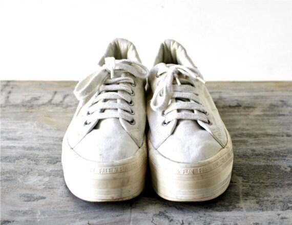 Vintage 90s platform womens sneakers shoes 40 8 1/2 8.5 9 white beige