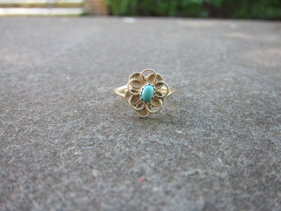 Vintage Native American Sterling Silver Ring with Turquoise Stone and Flower Detail - Size 5.75
