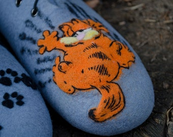 Animal slippers for women Garfield